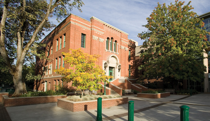 Peterson Hall, home of the Oregon MBA