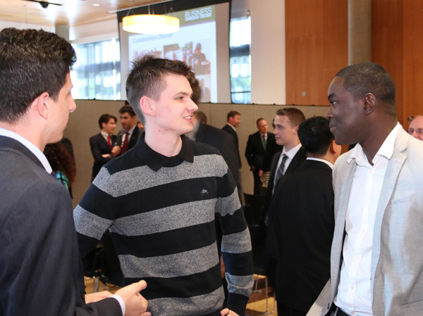 Business students network at an event in the UO Ford Alumni Center