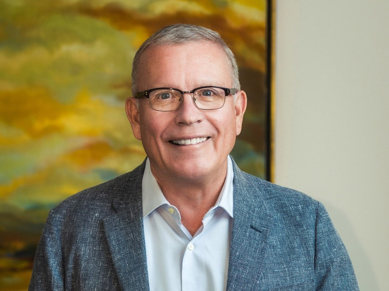 Head shot of Scott Andrews, a member of the Lundquist College of Business Board of Advisors