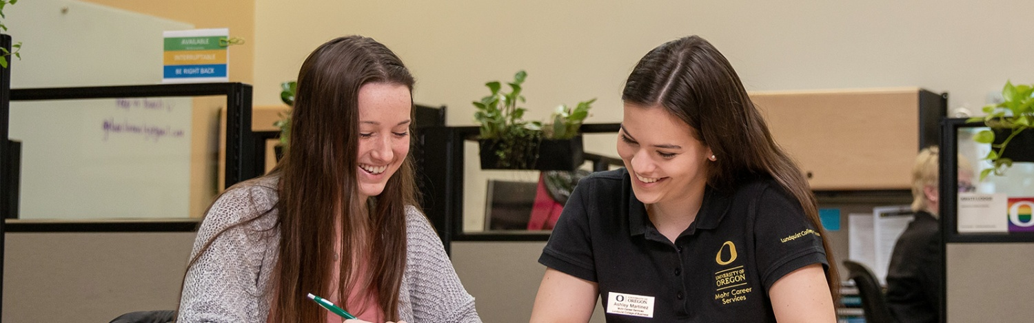 A peer advisor helps a student in Mohr Career Services