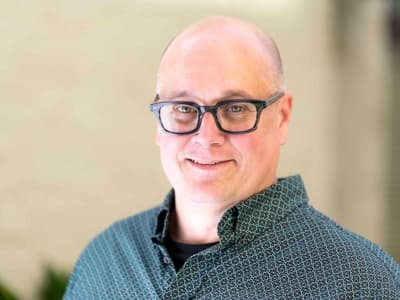 Head shot of Greg Leedy, instructor and manager fo the innovation lab in the UO Sports Product Management Program in Portland
