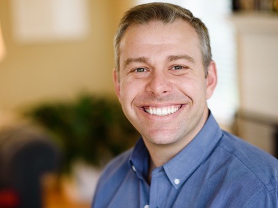 Head shot of Steve Holmberg who teaches in the UO Sports Product Management Program in Portland